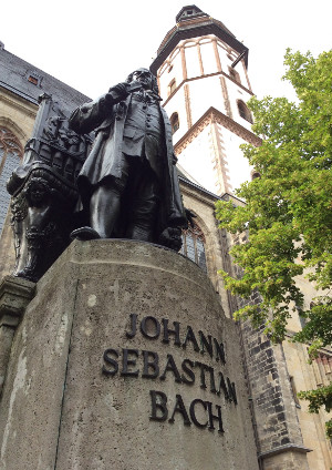 Bach-statuen foran Thomaskirken i Leipzig